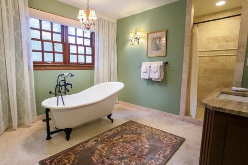 Floral Suite Bath