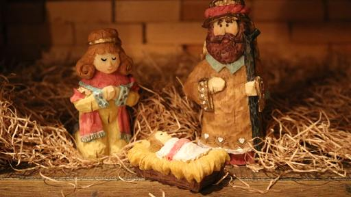 Woman Steals Baby Jesus From Nativity Scene, Drops it at Hospital