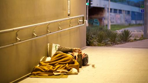 Homeless Woman returns wallet to celebrity