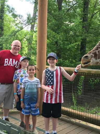 2019 Zoo Trip, Kids Feeding Giraffe