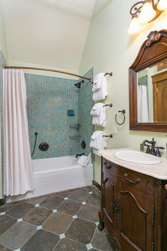 Third Floor Apartment Bathroom