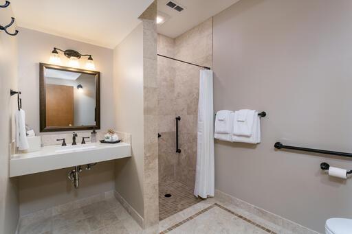 Pineapple Suite Bathroom