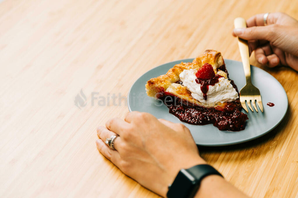 Berry Pie eating 16x9 14bebbd7 6f68 4642 a264 cbc984c9226c preview