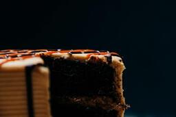 Cake on cakestand 16x9 bfbce5f1 7dad 45c6 b587 780d57d858f5 image