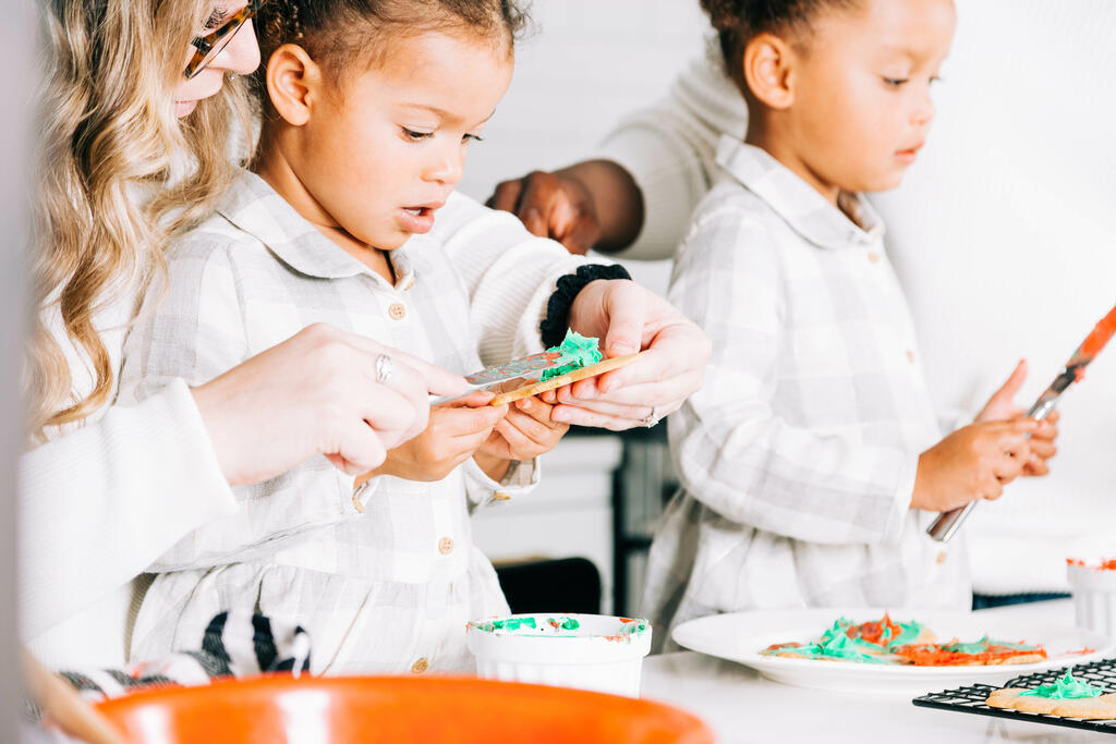Mother and Daughters Frosting Christmas Cookies large preview