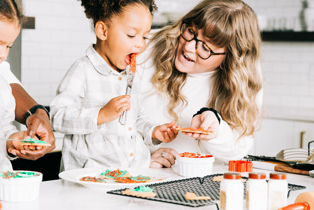 Mother and Daughter Frosting Christmas Cookies large preview