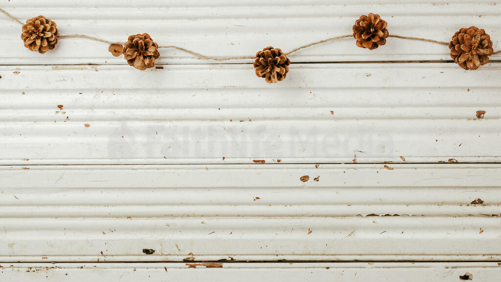 Pinecone Garland large preview