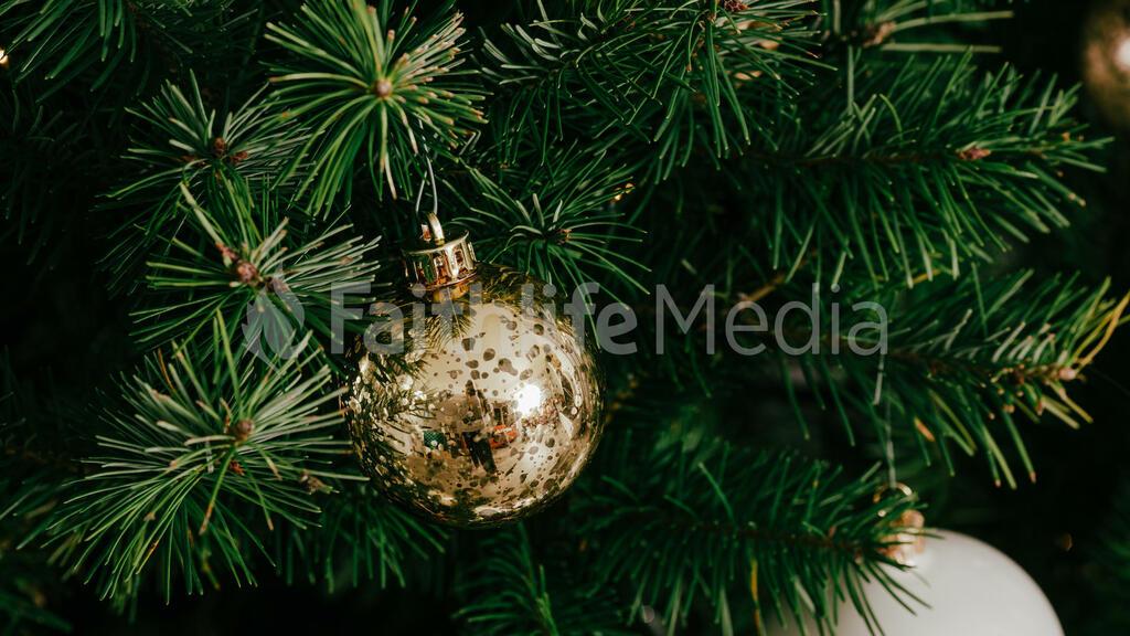 Metallic Christmas 2018 ornament 16x9 c5345814 fa7c 4437 9c3a 556c7f017854 preview