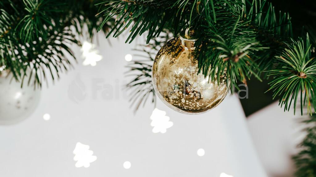 Metallic Christmas 2018 tree closeup 16x9 ca5de324 9317 4a77 99dc 1bb0a4526117 preview