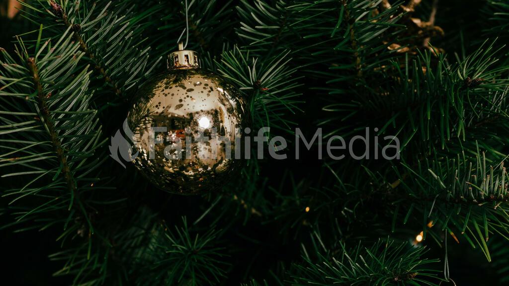 Metallic Christmas 2018 ornament 16x9 33acc634 c983 4d63 a8a6 46c75e950304 preview