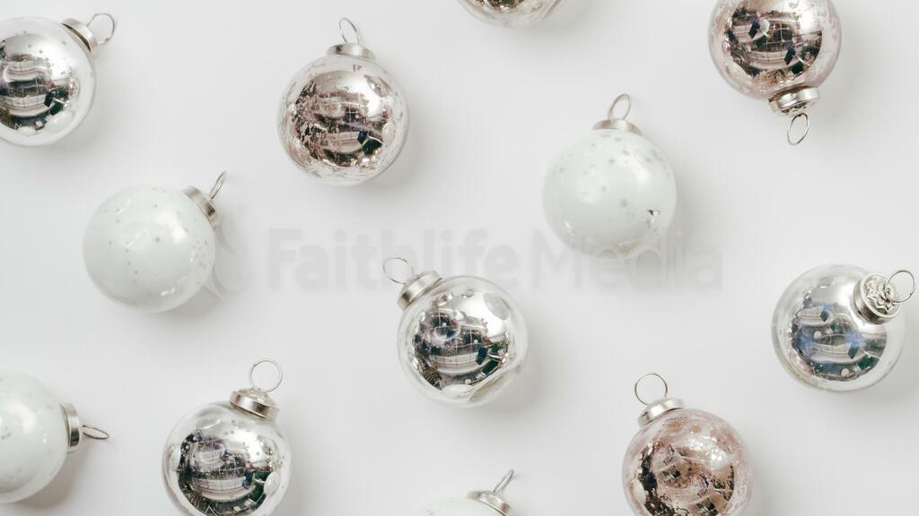 Metallic Christmas 2018 ornaments 16x9 b7cbcd6a 997c 4504 a4a8 1cb5bb491817 preview