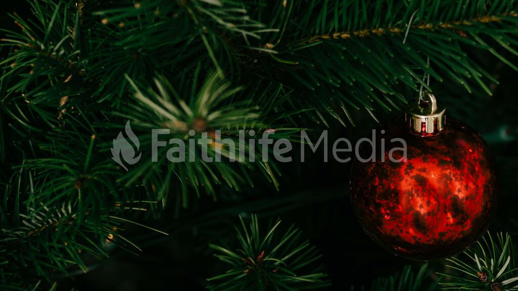 Modern Christmas 2018 red ornament 16x9 f2864410 13bf 4dfa abb8 5ef124f54ceb preview