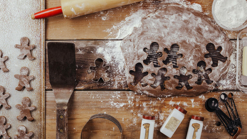 Baking Gingerbread Men large preview