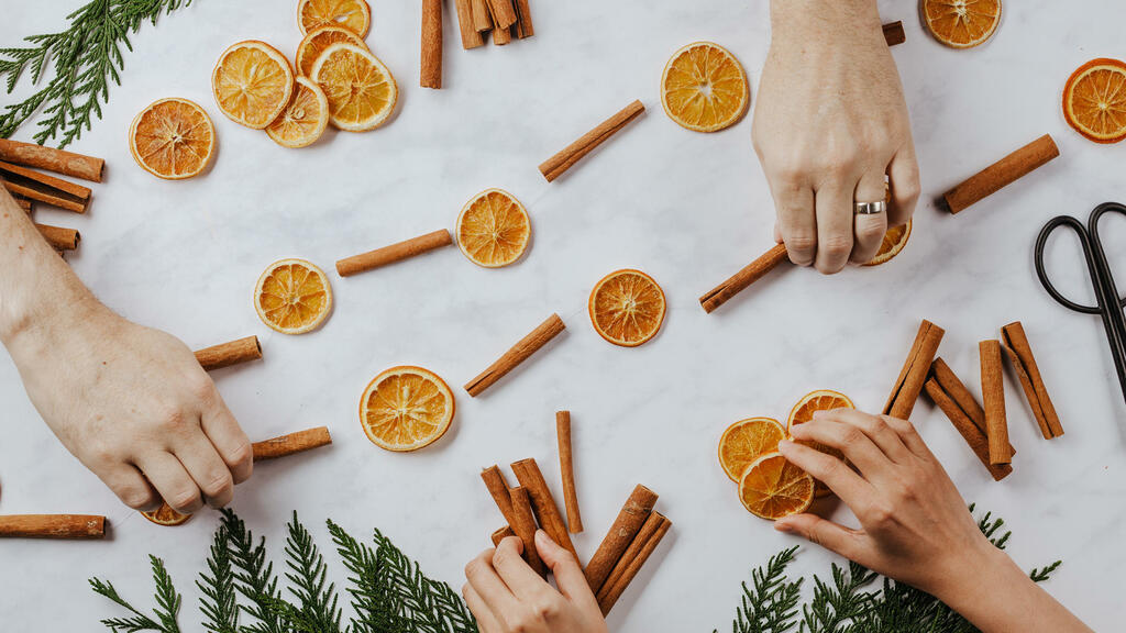 Orange and Cinnamon Stick Garland large preview