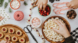 Modern Christmas 2018 making popcorn cranberry garland 16x9 0fb78b1b 7888 4f5c b832 c73391aacf47 image