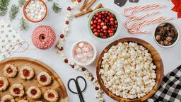 Modern Christmas 2018 making popcorn cranberry garland 16x9 a84f47d6 b02a 46f8 890a 5142d737afd3 image