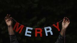Modern Christmas 2018 merry banner 16x9 a5309cfd bd79 46bd 8299 db65fb57f315 image