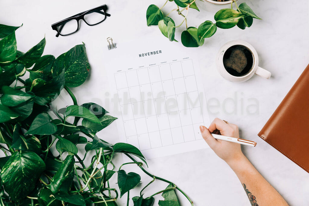 Desk Layout with a November Calendar large preview