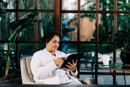 Woman Reading the Bible  image 4