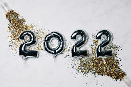 Metallic 2022 Balloons with Confetti Poppers  image 1
