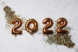 Metallic 2022 Balloons with Confetti Poppers  image 2