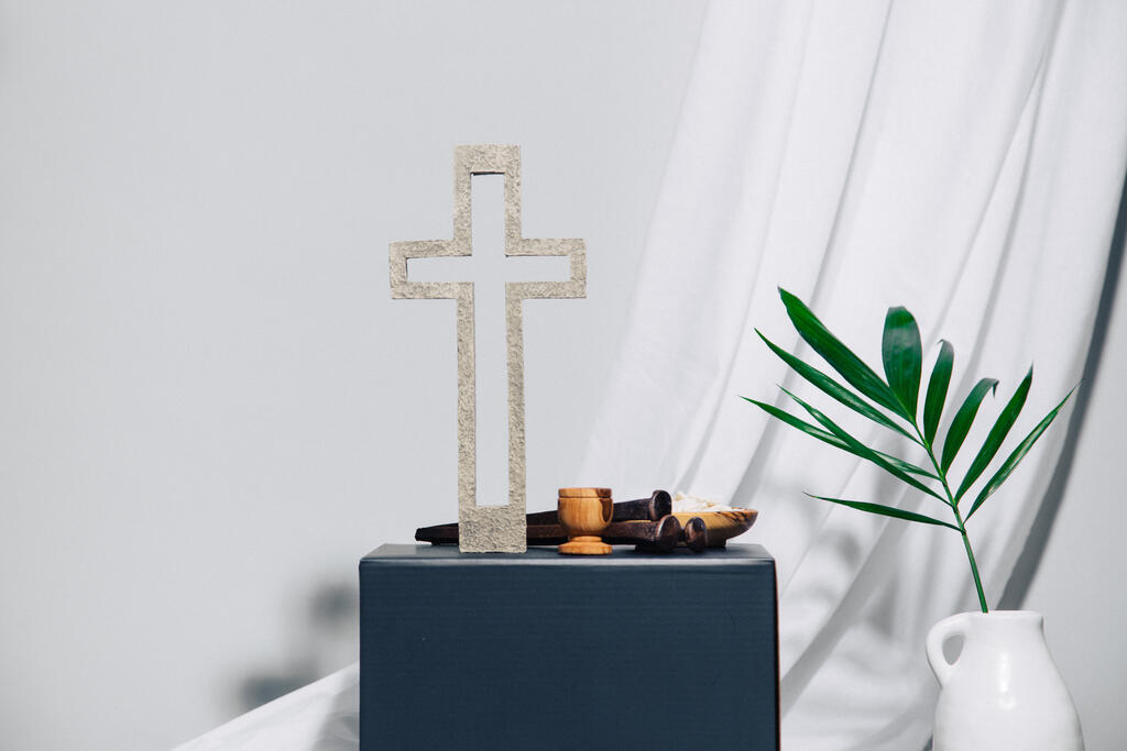 Cross with Communion Elements large preview