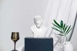 Jesus on pedestal  image 2