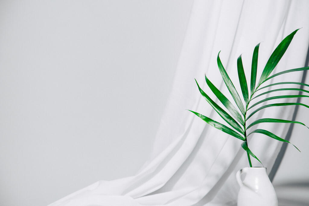 Palm Branch in Vase large preview